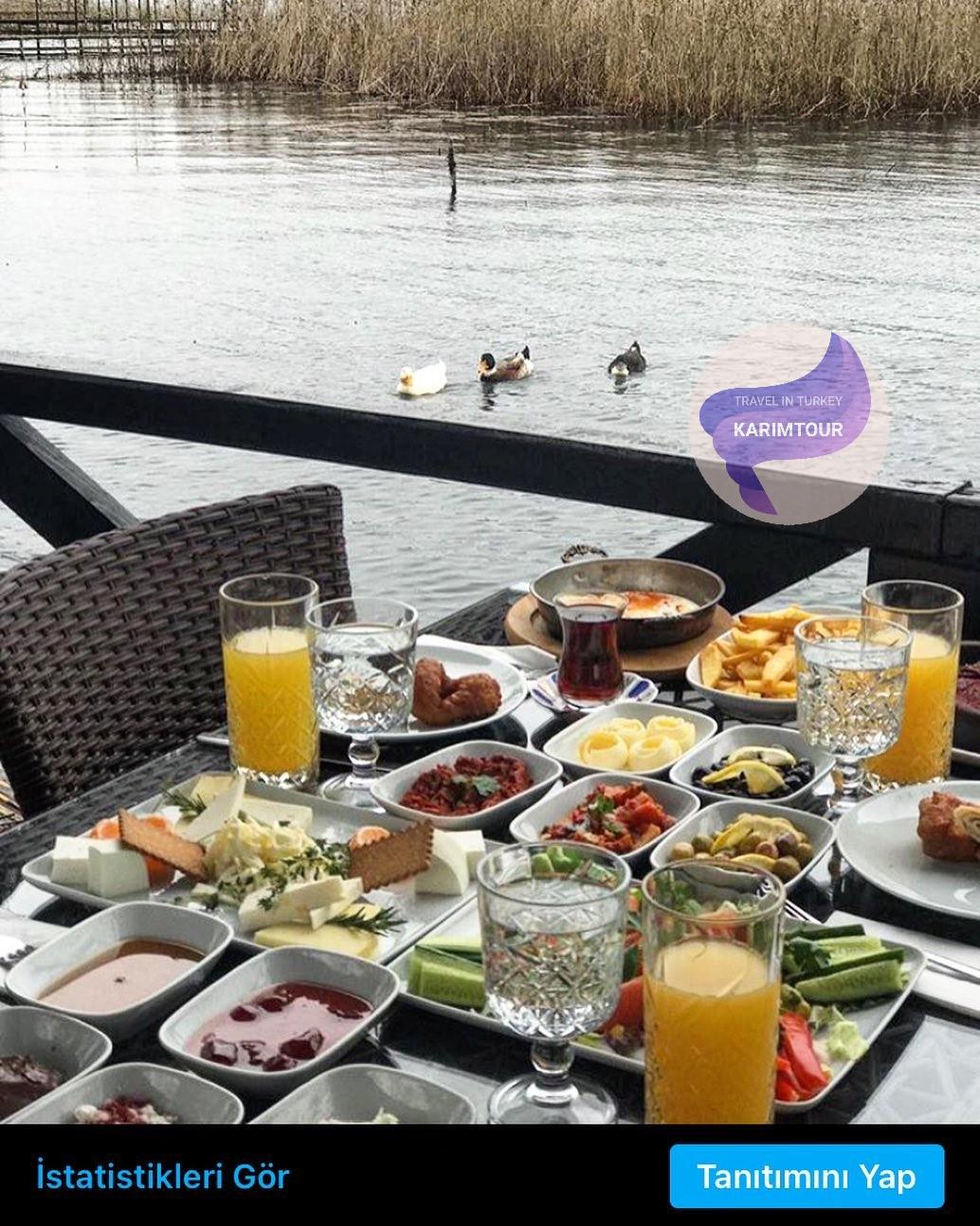 الافطار على مطعم بحيرة سبانجا