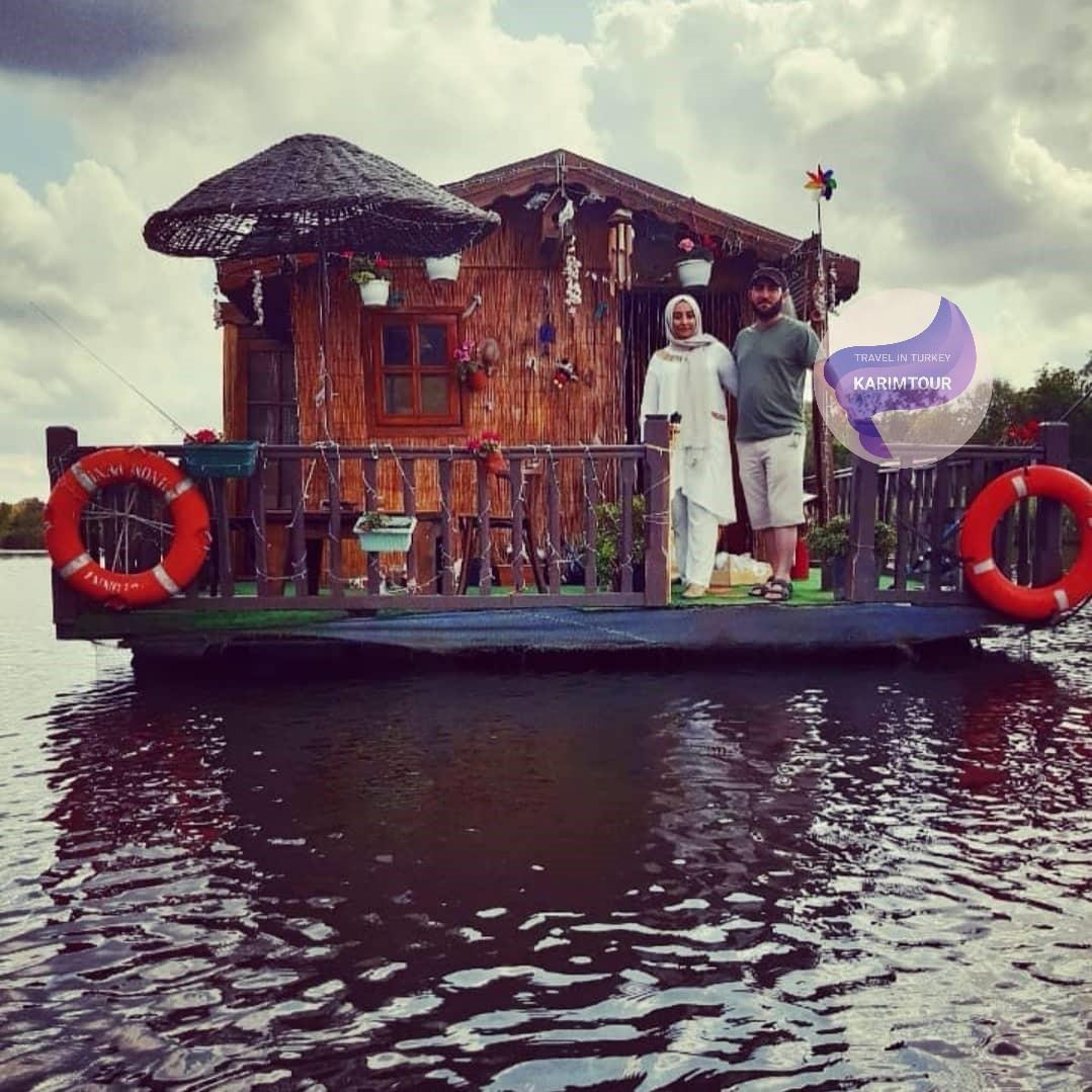 كوخ للمبيت داخل بحيرة سبانجا