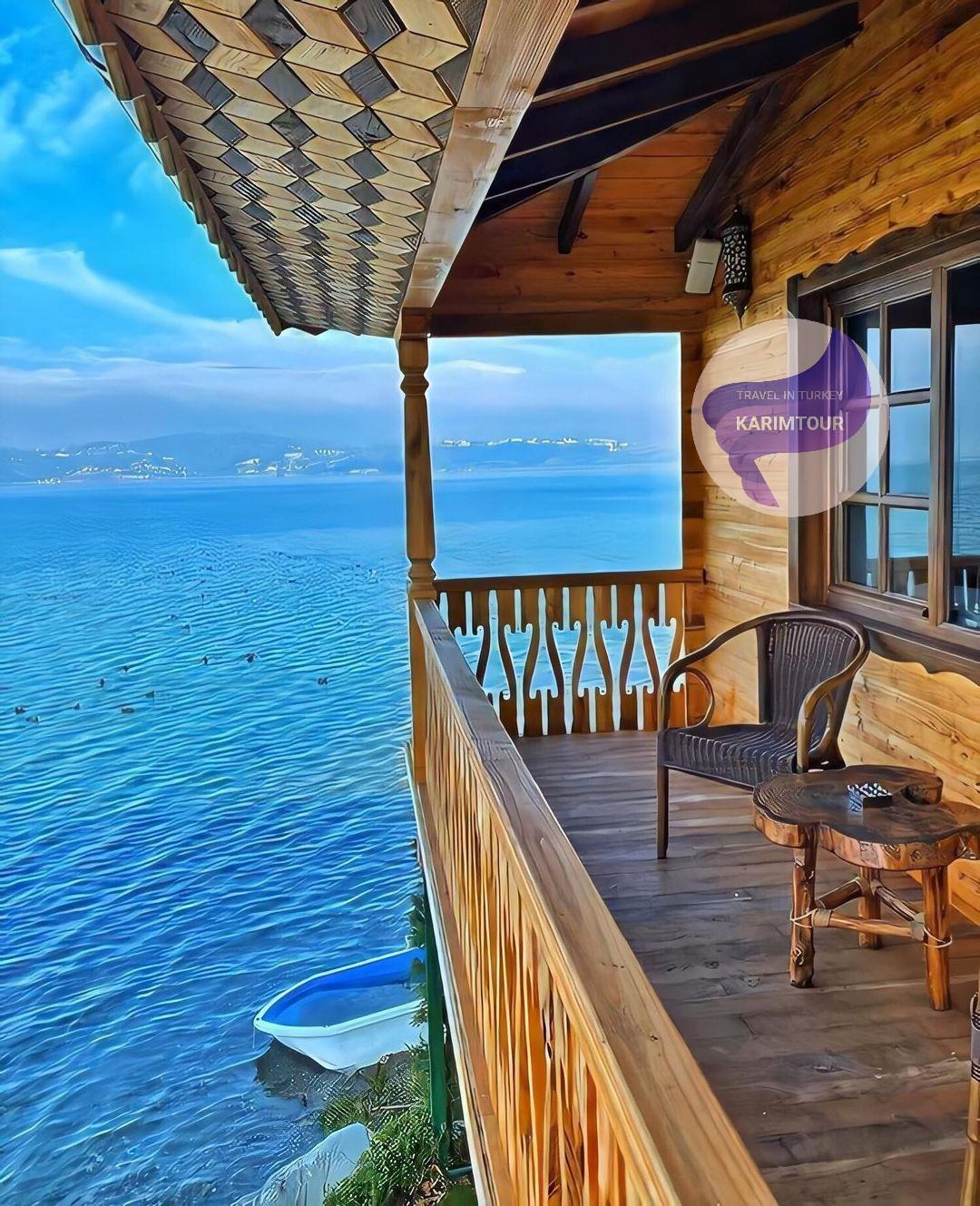 مطعم مطل على بحيرة سبانجا