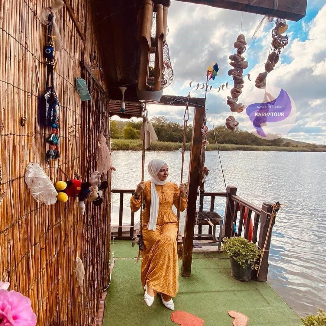 كوخ مطل على البحيرة بسبانجا