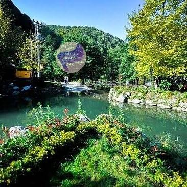 بحيرة صغيرة في قرية معشوقة